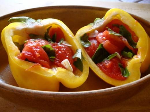 перец с помидорами, каперсами, оливками