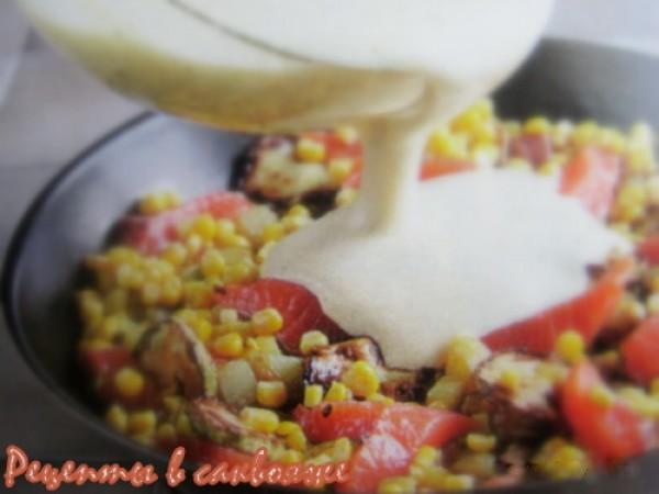 жареные овощи и омлетная масса