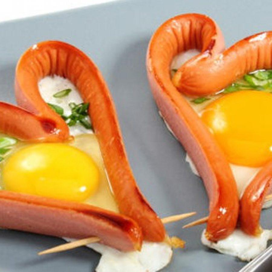рецепт сердечек из сосисок с яйцом