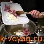 Фасоль тушеная с беконом и томатами
