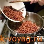 Как приготовить Фасоль тушеную с беконом и томатами, пошаговые фото