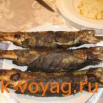 шашлык из форели в ореховых листьях с начинкой из ореховой пасты со специями