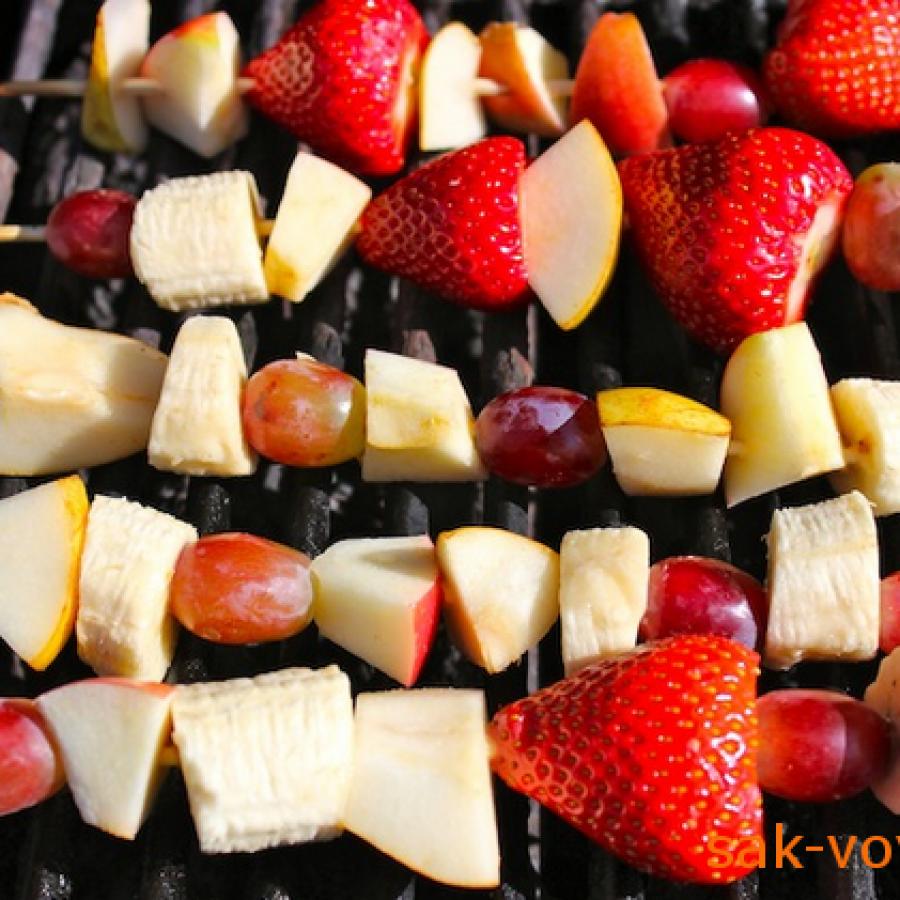 фрукты на гриле
