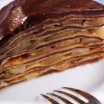 Как приготовить торт из блинов с яблоками и шоколадным кремом
