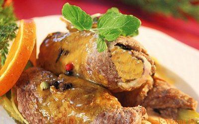 К новогоднему столу: рулеты из телятины с сыром и салями