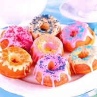 Как приготовить сладкие пончики с глазурью