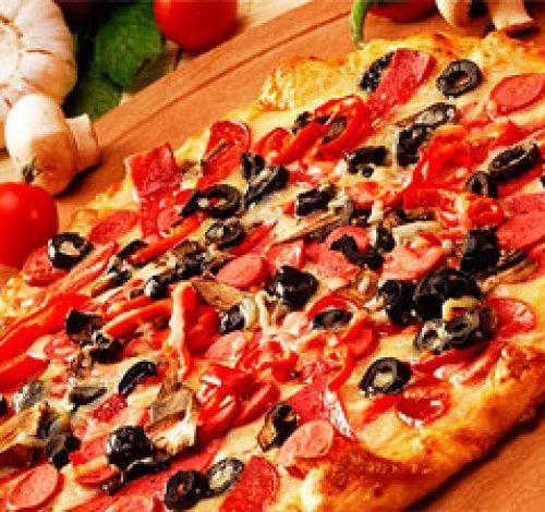 Вкусную пищу можно попробовать не только дома, меню ресторанов и кафе позволяет выбрать изысканные и незнакомые блюда, отдохнуть во время ужина или отметить семейный праздник.