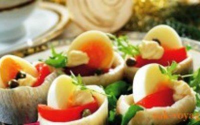 новогодний рецепт: рулеты из маринованной сельди