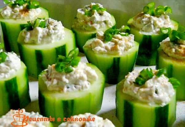 греческий салат в огурцах